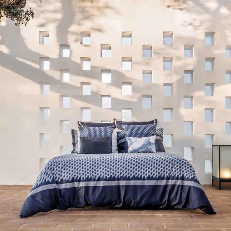 HOUSSE DE COUETTE VIBES: Chambre de style  par KSL LIVING