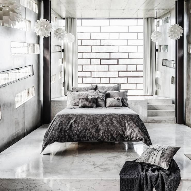 HOUSSE DE COUETTE ICED BLOOM: Chambre de style  par KSL LIVING
