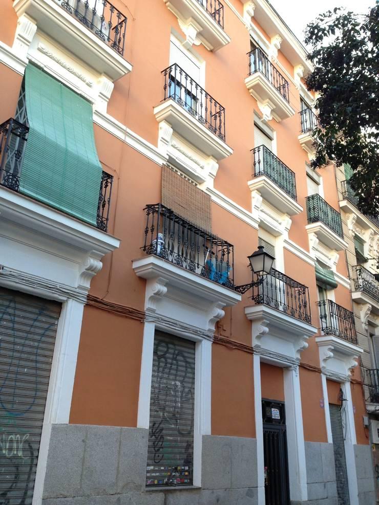 Rehabilitación integral de edificio de viviendas AMPARO 37. estudiocincocincouno 2010: Casas de estilo  de estudio551