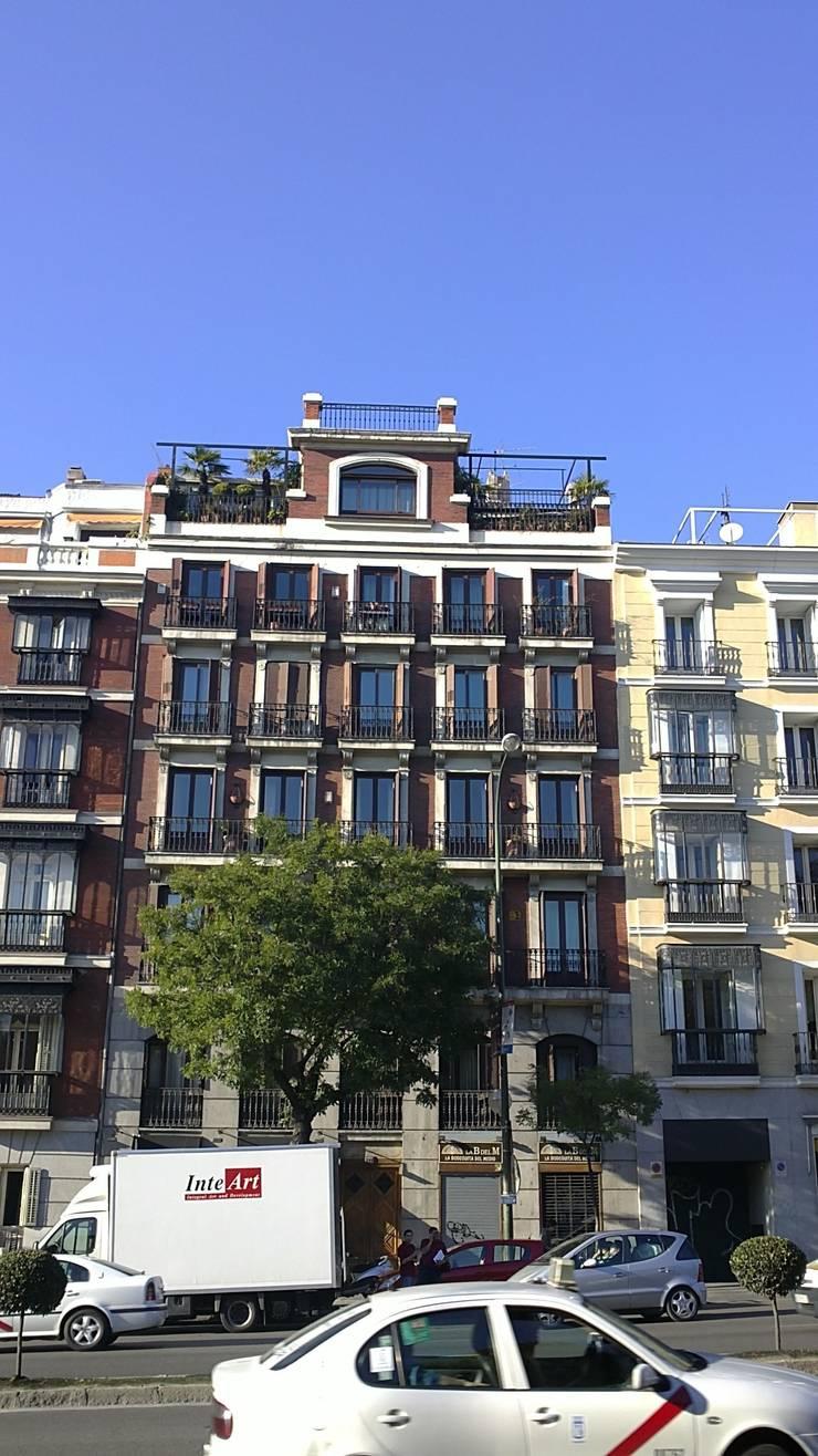 Rehabilitación de fachada de edificio ALCALÁ 77. estudiocincocincouno 2010: Casas de estilo  de estudio551