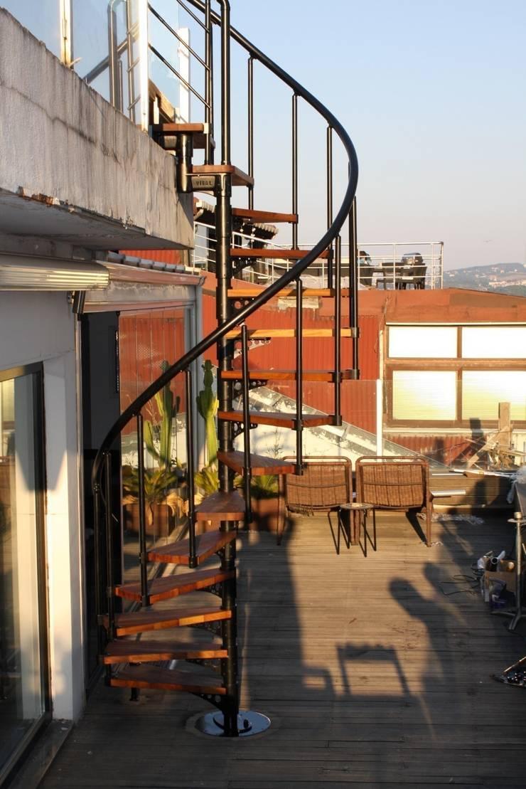 Visal Merdiven – Stefano MARRONE - İstanbul:  tarz Koridor, Hol & Merdivenler