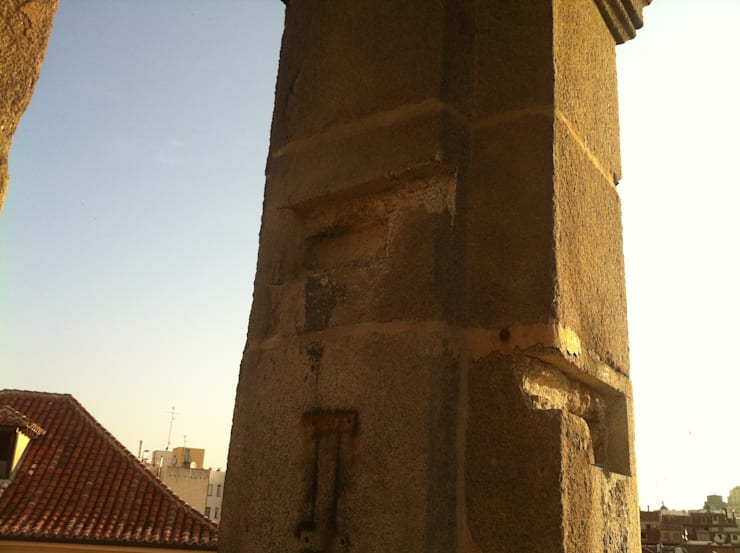 sustitución de yugos BASILICA DE SAN MIGUEL estudiocincocincouno 2011: Casas de estilo  de estudio551