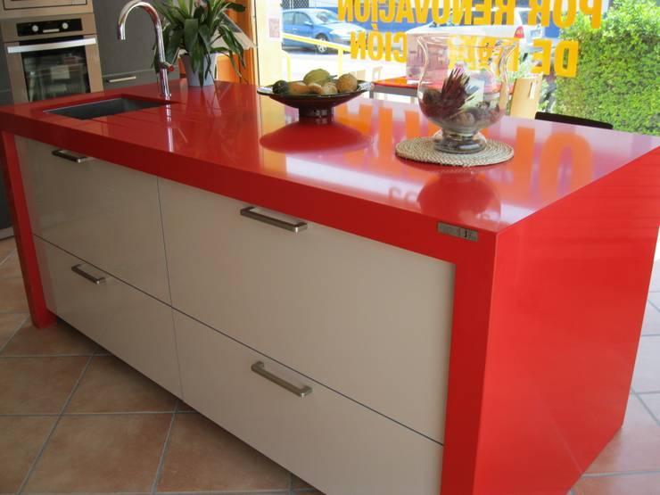 Cozinha  por marmoles la pedrera