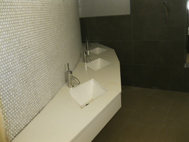Cocinas y baños: Baños de estilo  de marmoles la pedrera