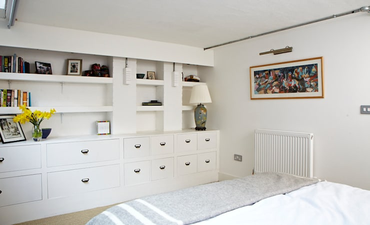 Brilliant Bethnal Green: industrial Bedroom by Propia
