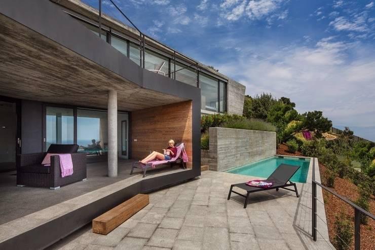 Fachada principal de Howa.: Casas de estilo moderno de VelezCarrascoArquitecto VCArq