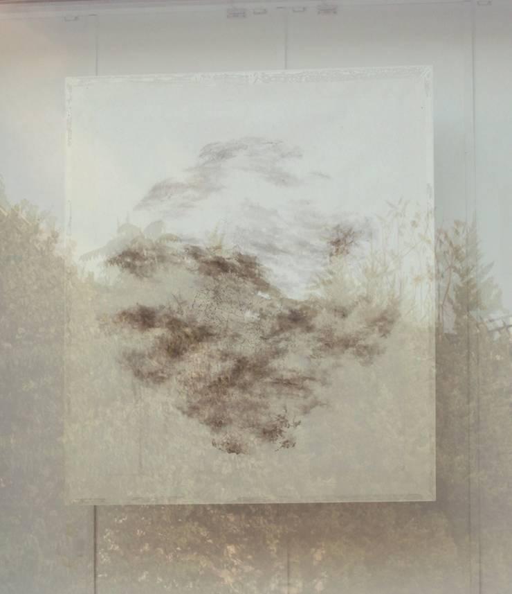바람이 아는 답, 105x144cm, 2011, 화선지에 수묵 유리설치: 흔적찾기 프로젝트의
