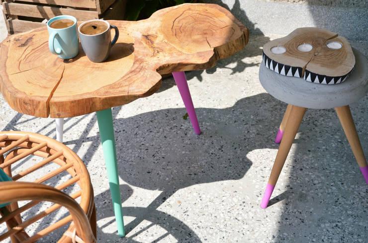 3 COLOR STILL WOOD - Stolik kawowy: styl , w kategorii Balkon, weranda i taras zaprojektowany przez D2 Studio