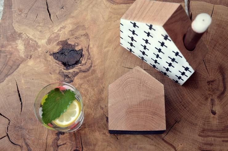 Świeczniki dębowe TAKE ME HOME : styl , w kategorii Balkon, weranda i taras zaprojektowany przez D2 Studio