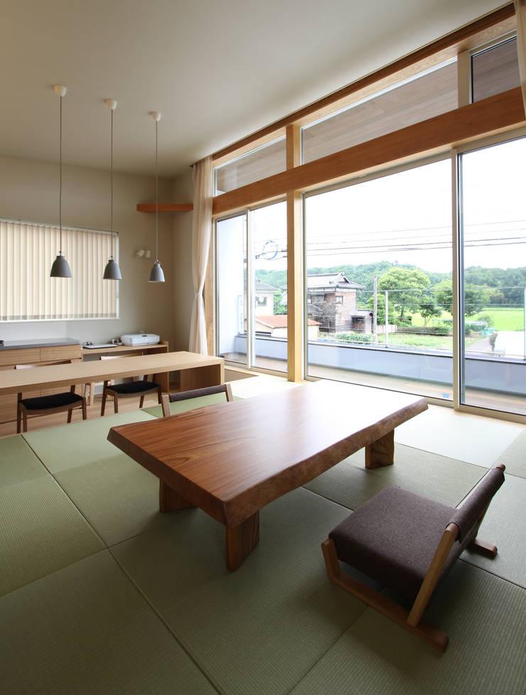 和気町の家: 福田康紀建築計画が手掛けたリビングです。