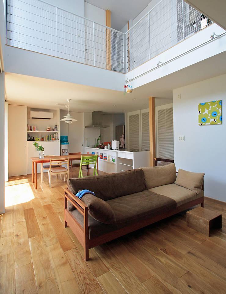 Living room by 福田康紀建築計画, Modern