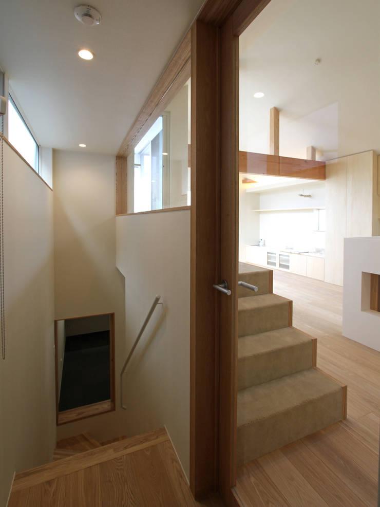 木曳野の家 モダンスタイルの 玄関&廊下&階段 の 福田康紀建築計画 モダン