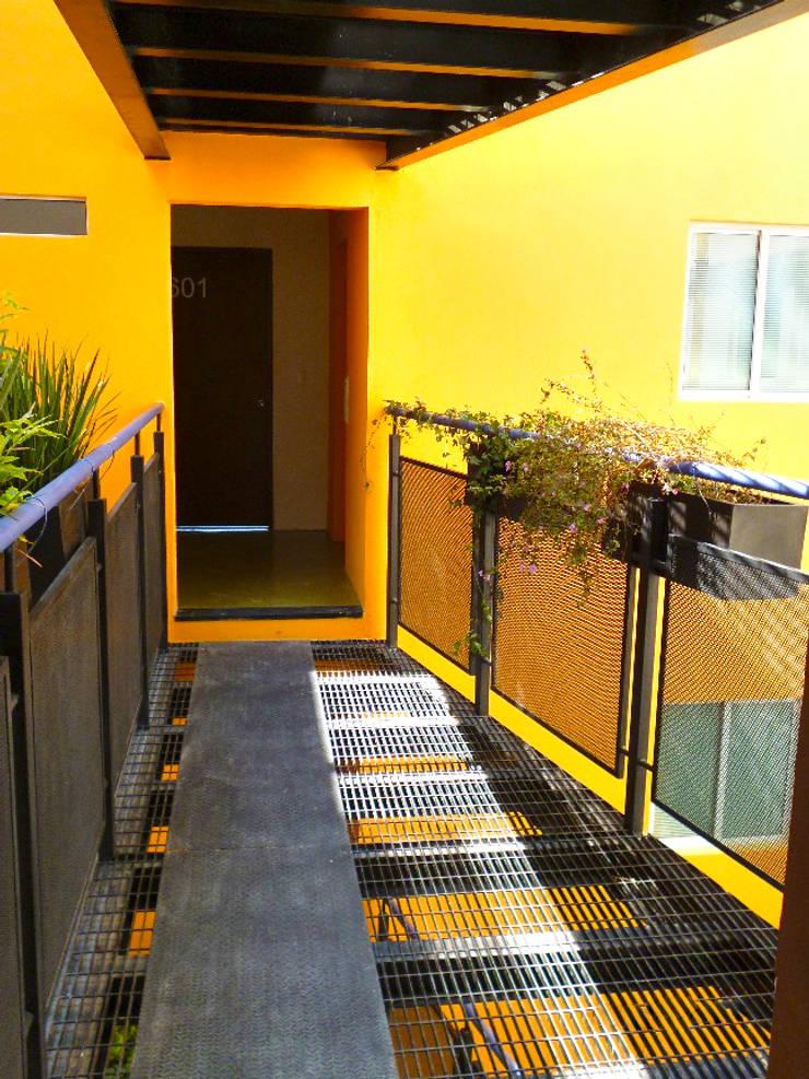 Ingresso & Corridoio in stile  di Grupo Siobles