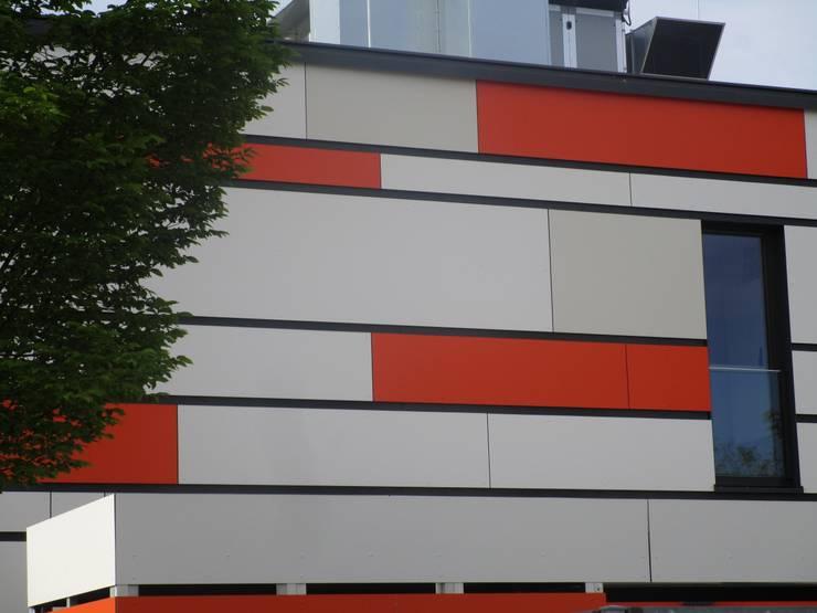 Melaminharz - Fassade von Spiegel Fassadenbau:  Schulen von Spiegel Fassadenbau