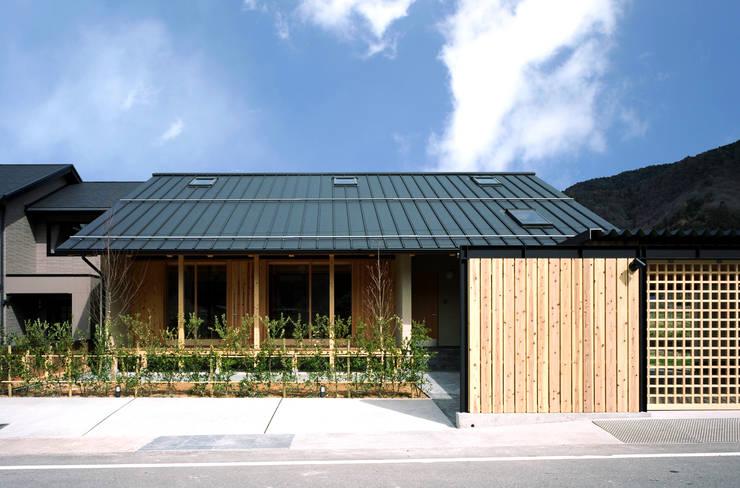 南面ファサード: 芦田成人建築設計事務所が手掛けた家です。,