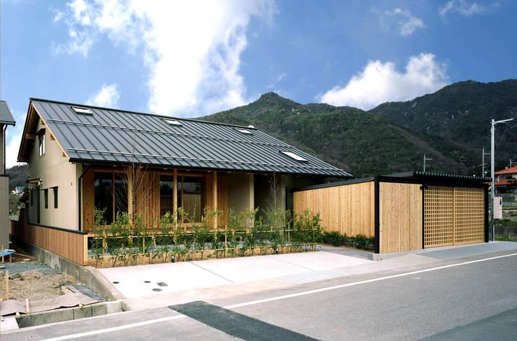 南西面外観: 芦田成人建築設計事務所が手掛けた家です。,