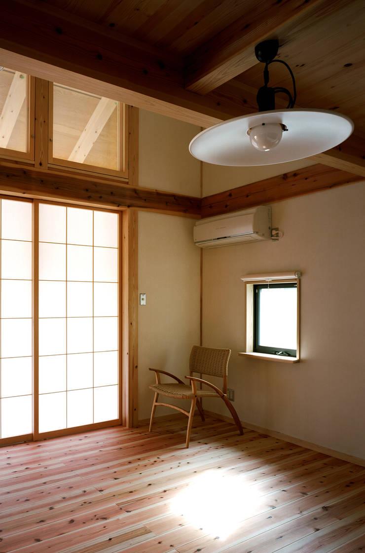 ダイニング: 芦田成人建築設計事務所が手掛けたダイニングです。,