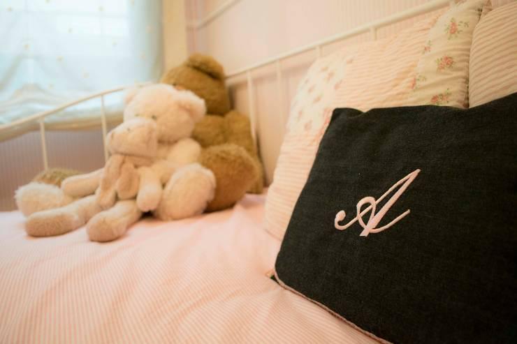 Dormitorio Infantil Molins de rei: Dormitorios infantiles de estilo escandinavo de muxo Studio