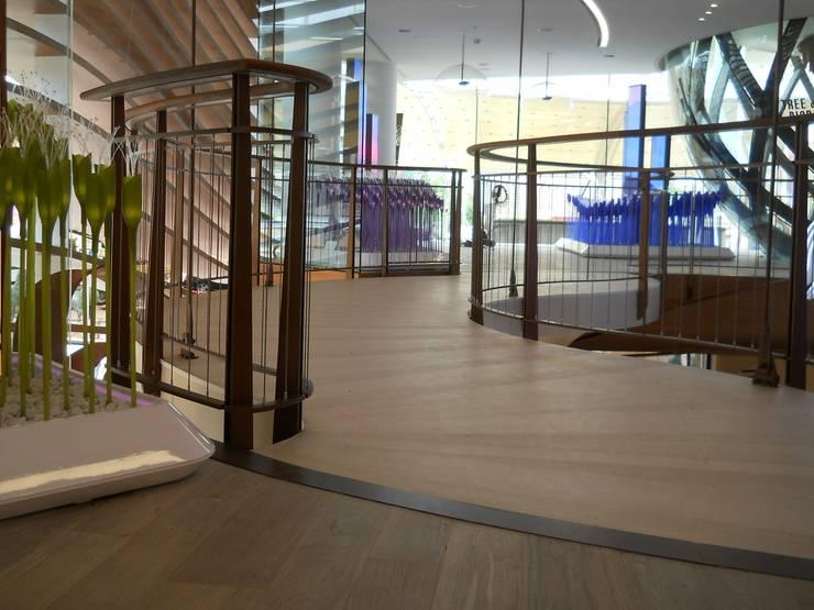 Centre d'expositions minimalistes par Gonzato Contract Minimaliste