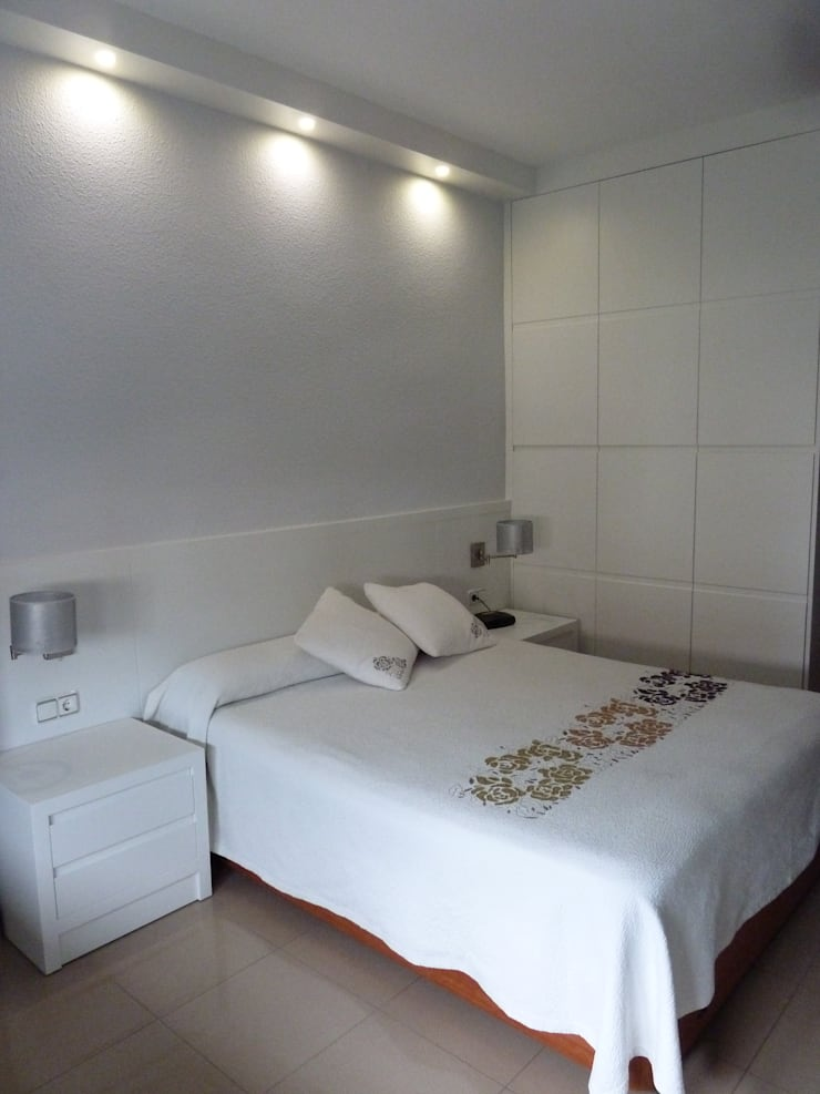 DESPUES: Dormitorios de estilo  de Mobiliario PLEGUR S.L
