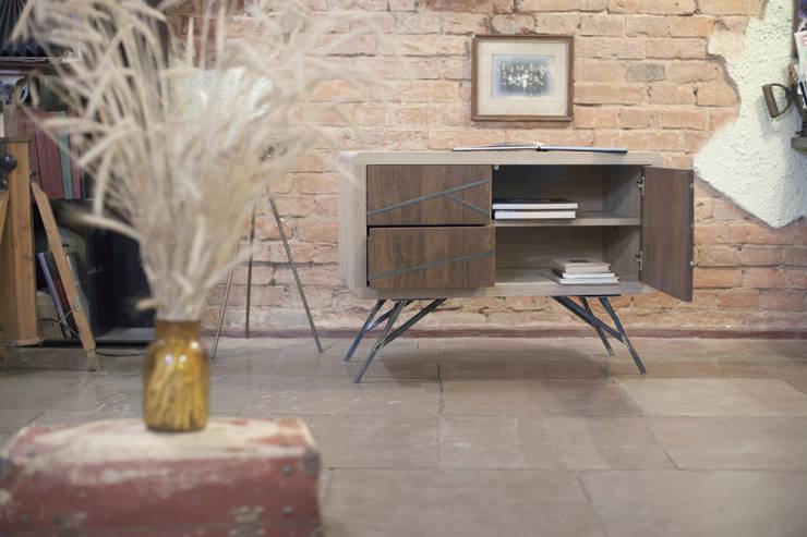 industrial Living room by emodi