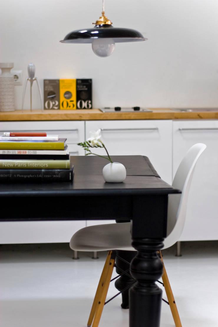 Detalle de mobiliario: Comedor de estilo  de B-mice Design + Architecture