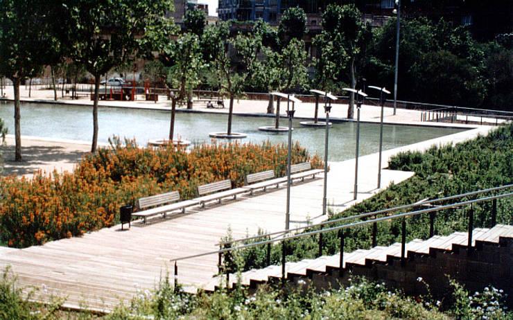 Jardines Príncipe de Gerona: Jardines de estilo mediterráneo de Jordi Farrando arquitecte