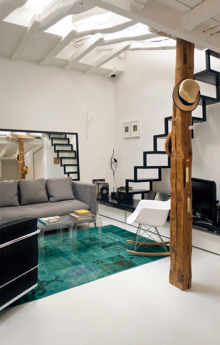 Salon: Salones de estilo  de B-mice Design + Architecture