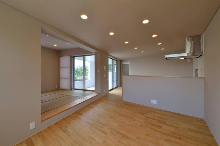 立体の家: プラソ建築設計事務所が手掛けたリビングです。