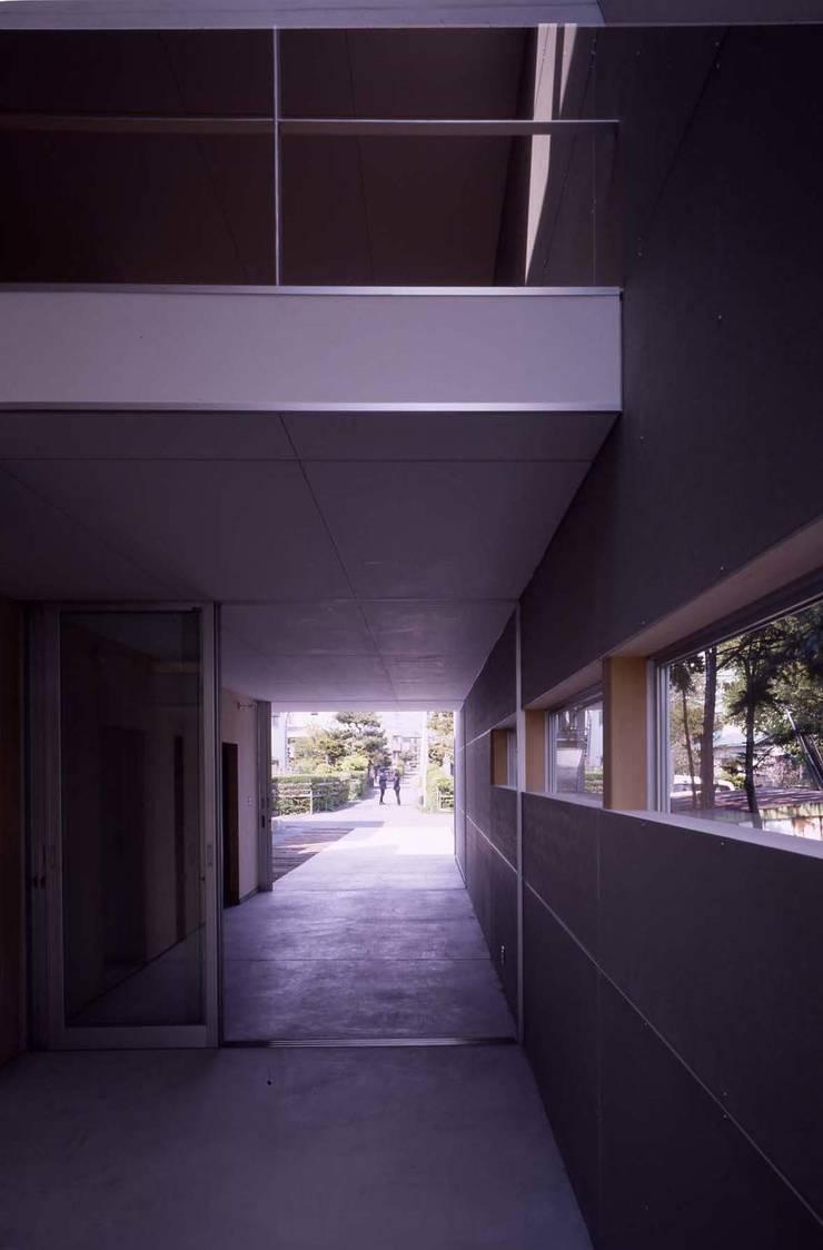 途上の家: 畠中 秀幸 × スタジオ・シンフォニカ有限会社が手掛けた和室です。