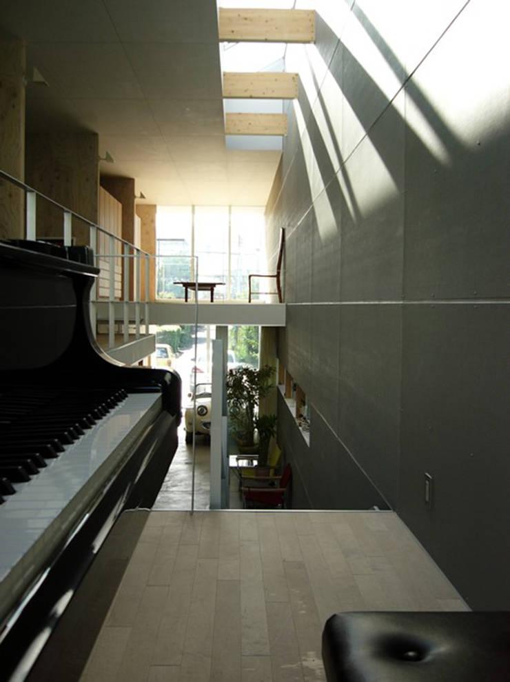 途上の家: 畠中 秀幸 × スタジオ・シンフォニカ有限会社が手掛けた浴室です。