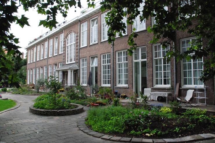 Voorgevel na verbouwing:  Huizen door Gunneweg & Burg, Klassiek