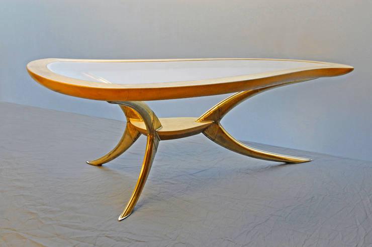 """Table basse """"N°5"""" - vue d'ensemble: Salon de style  par Jean Zündel meubles rares"""