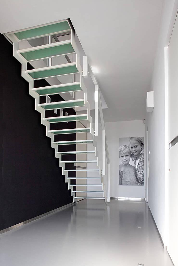 de estilo  por YBIS, Moderno