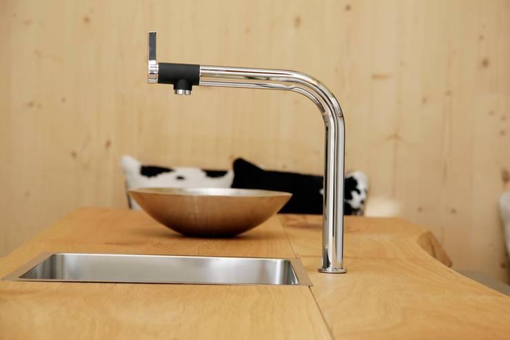 Cocinas de estilo ecléctico por Beer GmbH