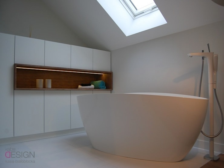 Salle de bain de style de style Moderne par kabeDesign kasia białobłocka