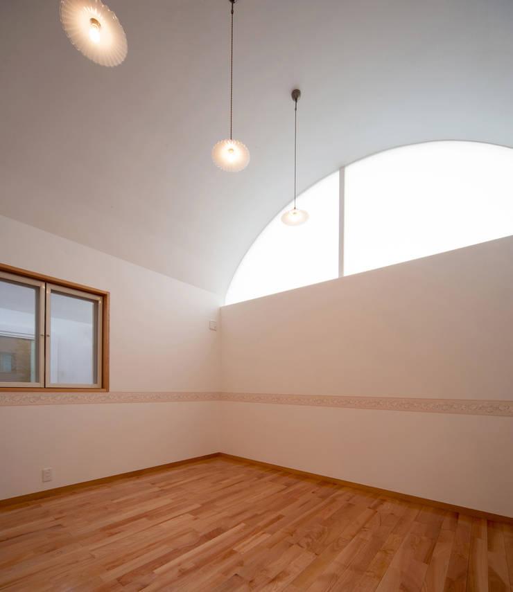 長閑の家: プラソ建築設計事務所が手掛けた寝室です。