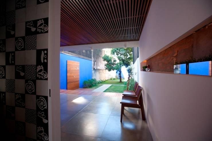 Sobrado 1939: Terraços  por Ana Sawaia Arquitetura