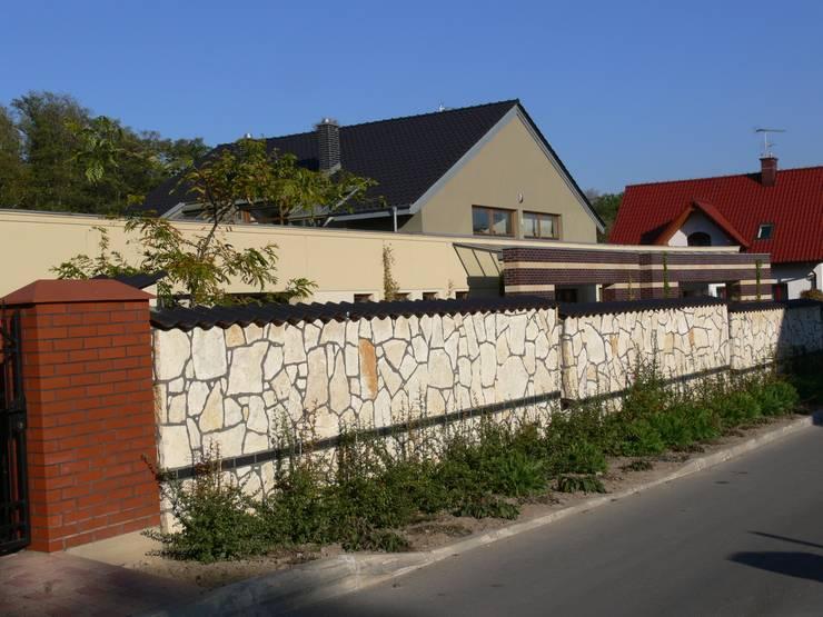 Dom jednorodzinny w Rząsce koło Krakowa: styl , w kategorii Domy zaprojektowany przez Studio S Biuro architektoniczne Michał Szymanowski,