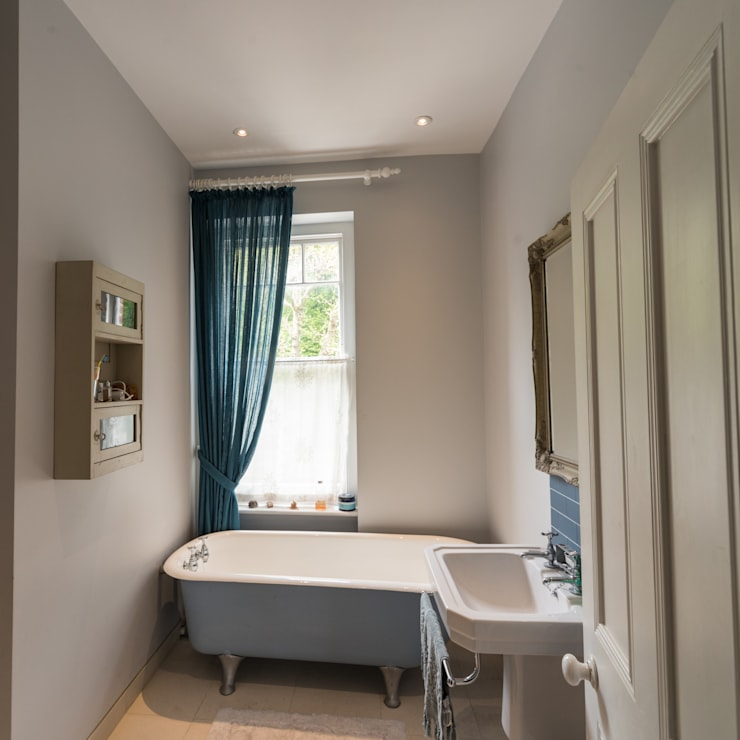 Muswell Hill:  Bathroom by Goldsmith Architects