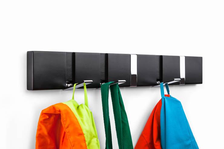 flip five black:  Flur, Diele & Treppenhaus von flip designs,