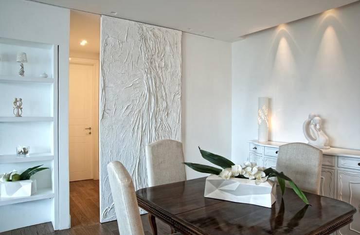White Light: Paesaggio d'interni in stile  di Francesca Ignani Interiors
