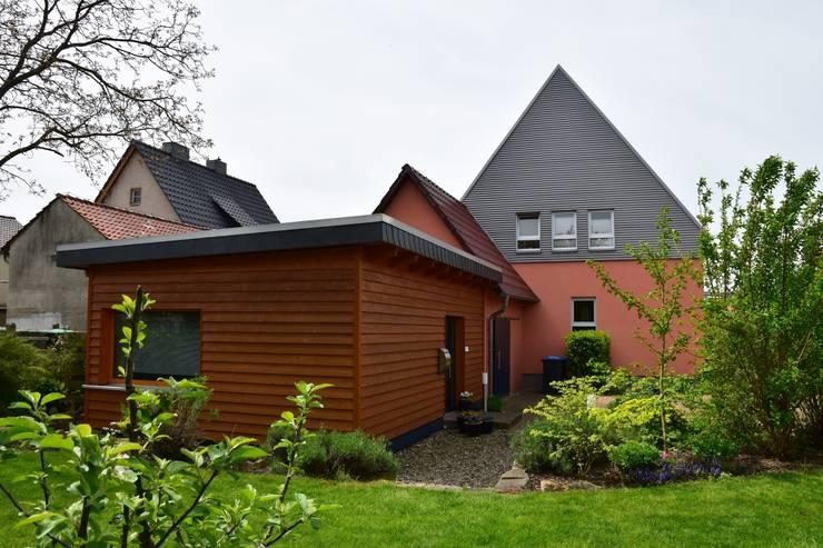 Ostfassade:   von Architekturbüro Heike Krampitz