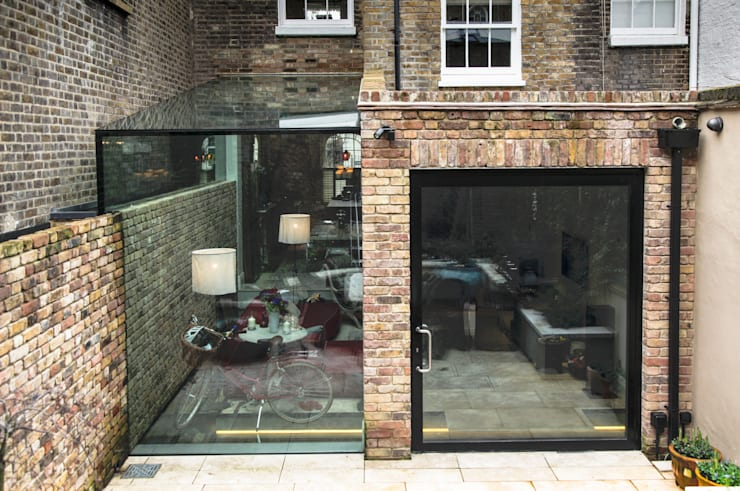 Pivot Door and Frameless Glass Box Extension:  Houses by Maxlight