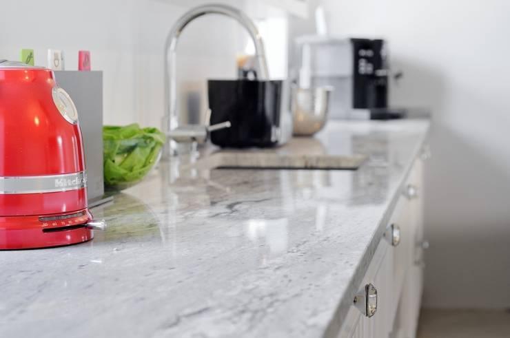 Blat kuchenny - detal : styl , w kategorii Kuchnia zaprojektowany przez GRANMAR Borowa Góra - granit, marmur, konglomerat kwarcowy