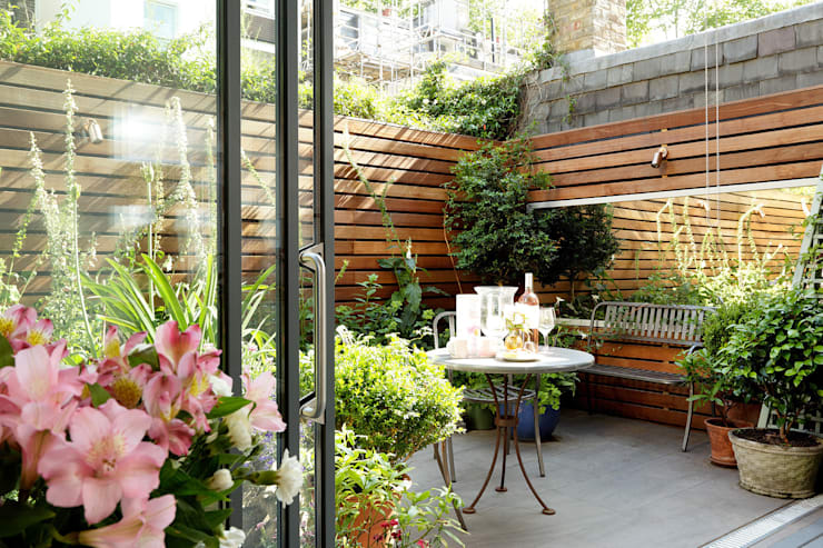 Jardines de estilo moderno de Cue & Co of London