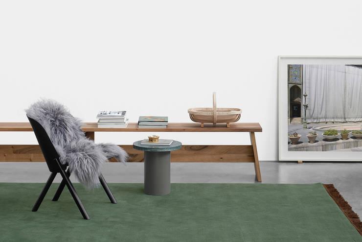 Bank FAWLEY: Moderne Wohnzimmer Von E15