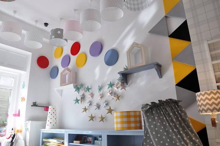 Wystrzałowa ściana Fluffo DOTS i TRIADA www.littleroom.pl : styl , w kategorii Ściany i podłogi zaprojektowany przez FLUFFO fabryka miękkich ścian