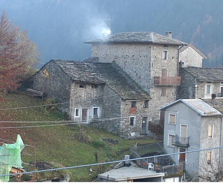 L'edificio prima dell'intervento.:  in stile  di Architettura & Urbanistica Architetto Dario Benetti