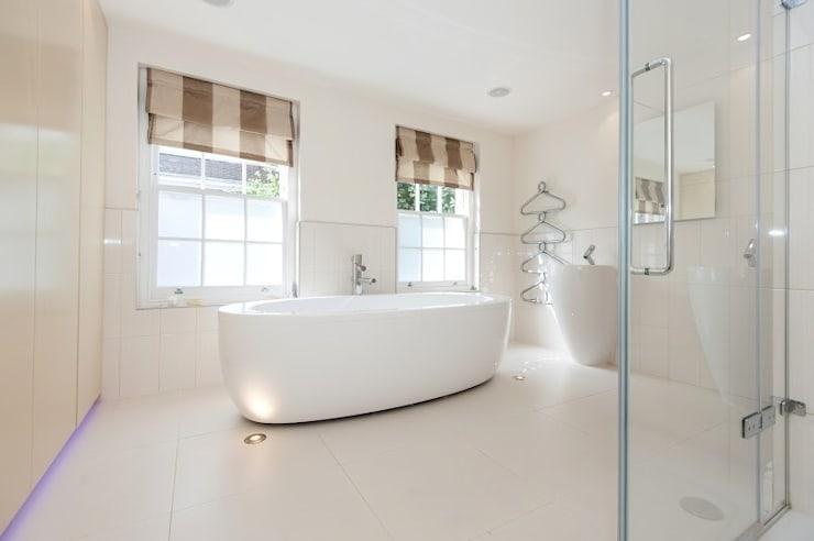Early Victorian Townhouse:  Bathroom by Corebuild